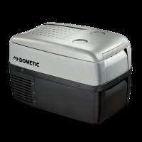 Dometic kompresszoros hűtőbox,  autós hűtőláda  CDF-36  nagy, 31 literes űrtartalommal rendelkezik. Egyaránt alkalmas személy és teherautóba, hajóba. 2 fokozatú, elektronikusan állítható akkuőrrel van ellátva, illetve 12/24 V-ról üzemeltetheti.  Az autós hűtőtáska  digitális termosztáttal van ellátva. Állítható a belső hőmérséklet -15 °C és + 10 °C között, továbbá digitális hőmérséklet kijelzéssel is rendelkezik. Poliuretán hab biztosítja a hőszigetelést. Elpárologtatója alumíniumból készült. A 1,5 literes vizes és üdítős palackok állítva szállíthatók benne, mivel a hűtőláda magassága 38 cm, hossza 56 cm.         A Dometic hűtőláda  dinamikus hűtésű rácskondenzátorral rendelkezik.  Fedele hosszában nyíló, illetve levehető, továbbá 2 pohártartóval felszerelt. Izzólámpa felel a belső megvilágításért. Süllyesztett fül könnyíti meg a készülék mozgatását.          A  hűtőbox   minőségi tanúsítványában E jóváhagyási jellel rendelkezik.