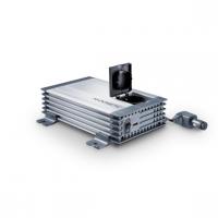 A Waeco SinePower   MSI412   szinusz    inverter 12  V egyenfeszültségből 230 V váltófeszültséget képez, ez által autóba, teherautókba, lakókocsiba, lakóautóba kifejezetten praktikus eszköz a 230 V- os készülékek számára. Telefonok, kamera töltők, notebook, kisebb tévé, DVD lejátszó, playstation és akár nyomtató is csatlakoztatható rá.   A Waeco szinusz   inverter   350 W tartós és 700 W csúcsteljesítmény produkálására képes. Üzemeltetése, bemeneti csatlakozás színjelölt vezetékpár segítségével történik.A kimeneti jelalak szinusz, valamint a kimeneti frekvencia 50 Hz. Az akkuőr funkció 11 V tápfeszültség alatt kikapcsol, továbbá 15 V fölött is így reagál a túlfeszültség védelem által.   A Waeco szinusz   inverter   túlterhelés-, rövidzár- és polaritás védelemmel ellátott, ezzel is a készülék hosszú élettartamát növeli.   A hűtésért hűtőbordás ház és ventilátor felel.