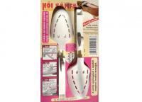 A   női cipősámfa   műanyagból készült drapp színben. A  sámfa  a cipő alakjának megtartását szolgálja, méretváltozást nem idéz elő, így a cipő megőrzi eredeti formáját. 36- 40-es méretű cipőkhöz ajánlott.   Első lépésben a sámfa hosszát a több fokozatú kar segítségével állítsa be, majd helyezze be a sámfa fejér a cipő orrába. Végül ellenőrizze, hogy a merevítő a cipő hátsó falának támaszkodik-e, majd emelje meg a támasztó kart. Ismét lenyomva rögzítődik a sámfa.