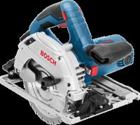 Bosch  GKS 55 + GCE  kézi körfűrész  (0601682100) kartondobozban kerül kiszállításra . Kis súlyú, mindössze 3,8 kg, egyben nagy  teljesítményű 1350 wattos kéziszerszám. Kiválóan alkalmazható puha- és keményfák gyors és pontos vágásához.  A nagyobb vágási kapacitást a kétfokozatú hajtómű és a nagy vágásmélység biztosítja.     A  fűrészgépet  kis súlya és ideális formatervezése rendkívül jól kezelhetővé teszi. A Bosch GKS 55+ GCE kézi körfűrész legnagyobb  vágási mélysége 90°-ban 63 mm, 45°-ban 48 mm. A nagy vágási mélység és a kiváló vágási kapacitás miatt a munka hatékonyabban  végezhető el.    Üresjárati fordulatszáma 2.100-4.700 ford/perc. Hangnyomásszintje 86 dB(A), hangteljesítménye 97 dB(A), bizonytalansága 3 dB.    Fűrészlapjának furatátmérője 20 mm, míg  fűrészlap átmérője 165 mm . A biztonságos fűrészelést a lágyindítás és a motorfék segíti. A kézi körfűrészhez tartozékként szállítunk egy Speedline körfűrészlapot 165 x 1,7 x 20 x 12T, párhuzamvezetőt, vákuumadaptert.
