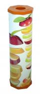        drPACK     p     erforált  frissentartó fólia , vastag     Rollbox     600 lappal, almaszelet mintás .   A Rollbox  frissentartó fólia  rendkívül könnyen kezelhető: segítségével megőrizheti az ételek frissességét, ízét, ugyanakkor a légmentes zárásnak köszönhetően a hűtőben tárolt ételek nem vesznek át más illatot, nem lesznek hűtő-szagúak. Kimondottan alkalmas különféle élelmiszerek (pl.: húsok, zöldségek, készételek, stb..) csomagolására, hűtőben vagy azon kívüli tárolására. Fagyasztóban is használható.     Környezetbarát polietilén fóliából készül és  kimagaslóan jó nyúlási és tapadási tulajdonságokkal rendelkezik , továbbá megfelel az EU vonatkozó élelmiszerhigiéniai és környezetvédelmi előírásainak is.          A  drPACK  Rollbox  frissentartó fólia  vastag tartó tok + frissentartó fólia, a Rollbox frissentartó fólia vastag termékcsaládjához használható: ha kifogy belőle az induló 600 lapos frissentartó fólia tekercs, a tartó tok kupakjának levételével, mindössze 4 mozdulattal újratölthető a Rollbox frissentartó fólia utántöltővel. Az utántöltő behelyezésekor ügyeljen a fólia forgásirányára, melyet nyíl jelöl a tartó tokon.          A  frissentartó fólia  méretei: 600 lapos, 270 méter hosszú, 290 mm széles, 450 mm-enként perforált, tekercselt, átlátszó, háztartási, frissentartó fólia, mintás tartó tokkal.     Magyar fejlesztésű, magyar termék, mely meghódította a világot!          Ehhez a Rollboxhoz az alábbi utántöltőket ajánljuk:  Rollbox vastag utántöltő fólia perforált .        A   ROLLBOX   rendszer előnye, hogy az egyes darabjai, a tartó tokok, praktikus és esztétikus kivitelben készülnek, így otthon sem kell eldugni őket a fiók mélyére, sőt: az eddig még soha nem tapasztalt könnyedséggel kezelhető csomagoló-fóliák a konyha díszeként, folyamatosan kéznél lehetnek!          A  frissentartó fóliát  ismerheti még az alábbi neveken is: konyhai csomagoló fólia, élelmiszercsomagoló fólia, habtálca fólia.