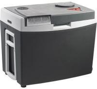 Mobicool  termoelemes  hűtőbox  G35 12/230 V . Szivargyújtóról és hálózatról is üzemeltethető. Űrtartalma 35 liter.  54 cm széles, 35 cm hosszú, 44,5 cm magas. 2 literes palackok állva is elférnek benne. Kerekeinek köszönhetően könnyedén mozgatható.    A hűtőláda az  A++  energiahatékonysági osztályba tartozik. A környezeti hőmérsékletet képest 18°C-al hűvösebben képes tartani a benne tárolt élelmiszert. A hőmérséklet szabályozható, fűteni maximum 65°C-ig képes.   Beépített  USB csatlakozójával  feltöltheti mobil eszközét.    Szigetelése poliuretán habból, külső és belső burkolata polipropilénből készült. Hűtőrendszere 4 A Peltier elem közvetlen 12 V-os csatlakozással vagy beépített 230 V-os hálózati adapterrel.    Az autós  hűtőbox  további hasznos tulajdonságai: kábeltartó a fedélben, állva és fekve is használható, beépített ABS (aktiválható akkuvédelem), kivehető elválasztó rács, kihajtható oldalfogantyúk, fedélen külön nyílás a palackokhoz történő gyors hozzáférésért.