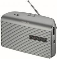 A  Grundig MUSIC-60S ezüst táskarádió   24 cm széles, 14 cm magas és 7 cm hosszú. Méretéből adódóan könnyedén magával viheti a kertbe, vagy nyaraláshoz, kempingezéshez.    Frekvenciaszabályozása automatikus, FM / AM rádió. Hálózatról vagy elemről is üzemeltetheti, 4 x 1,5 V elemmel. A rádióhoz  fejhallgatót  is csatlakoztathat.