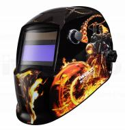 Az   Iweld Nored Eye II (tűz-motor) automata hegesztő fejpajzsnagy látómezővel (96 x 39 mm) rendelkezik, amely megkönnyíti az Ön számára a munkavégzést.   Az ultra magas UV és Infravörös védelem megóvja az Ön szemei és látása épségét.    Kívülről állíthatja az elsötétedés és köszörülési módot, belülről pedig az érzékenységet és kivilágosodást késleltetési időt.   A hegesztő fejpajzs kettős áramforrással rendelkezik, működését a beépített és cserélhető napelem és egy Li gombelem biztosítja.      A kényelmet a különleges kialakítású fejkosár szerkezete és az optimális súlypont (1kg) adja, mindamellett, hogy az anyaga biztonságos, égést késleltető , időtálló és tartós darab lesz az Ön műhelyében.    Az  Iweld  hegesztő fejpajzsnem csak a kényelmes munkavégzést biztosítja, hanem stílusos megjelenést kölcsönöz a színes, modern felfestésű külsővel.