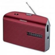 A  Grundig MUSIC-60R vörös táskarádió   24 cm széles, 14 cm magas és 7 cm hosszú. Méretéből adódóan könnyedén magával viheti a kertbe, vagy nyaraláshoz, kempingezéshez.    Frekvenciaszabályozása automatikus, FM / AM rádió. Hálózatról vagy telepről is üzemeltetheti, 4 x 1,5 V elemmel. A rádióhoz  fejhallgatót is csatlakoztathat.