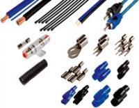 SAL  autó hifi kábel szett  (SA 333) . Terhelhetősége 80 A. 42 db tartozékkal rendelkzeik.    -Audio csatlakozókábel: 2 x RCA - 2 x RCA (2 x Ø4 mm, OFC) kábel; 5,2 m. ----Tápkábel (+)20 mm²; 5,2 m; kék.   -Tápkábel (-)20 mm²; 0,9 m; fekete.   -Hangszóróvezeték2 x 0,75 mm²; 6,1 m; kék-fekete.   -BiztosítékfoglalatAGU, Ø10 x 38 mm-es biztosítékhoz, aranyozott,vízmentes. BiztosítékØ10 x 38 mm-es, 80 A.   -Villás saru2 db 20 mm²-es kábelhez, Ø5 mm-es csavarhoz + 2 db szigetelés / 5 db Ø4 mm-es csavarhoz + 5 db szigetelés.    -Szemes saru2 db 20 mm²-es kábelhez, Ø8 mm-es csavarhoz + 2 db szigetelés.   -Csúszósaru4 db 6,3-as; 1-2 mm²-es vezetékhez + 4 db szigetelés.   -Tartozék8 db kötegelő (2 x 150 mm) / gégecső (Ø13 mm x 1,2 m) / kábel (1 mm²-es; kék; 5,2 m).