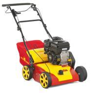   A   Wolf-Garten        gyepszellőztető Ambition V357B    benzines hasznos kisgép a gyepesített kertek gondozásához. Alkalmazásával elkerülhető a gyep filcesedése,ezáltala gombák és mohák túlszaporodása is.   A   Wolf-Garten    gyepszellőztető  a rúgós késekkel függőleges bemetszéseket ejt a gyepen, ezzel biztosítja annak szellőztetését. A kis súlyú gépet az 1000m  ²-nél nagyobb kertekhez ajánljuk. Az acél ház a nagyméretű kerekek és az összecsukható fogantyú a szállítást teszi könnyebbé. A gép a 3in1 rendszernek köszönhetően egyaránt alkalmas lazításra, szellőztetésre és gyűjtésre.