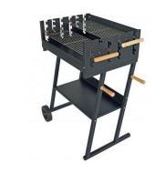 A  Grill Chef   faszenes party grillkocsi  (11470)  ideális megoldás 14 fős társaság ellátására. A tűztere zománcozott a jobb hőállóság érdekében, illetve a zománcozott réteg minimális ápolást igényel a nagymértékű korrózióálló tulajdonság miatt.  A faszenes party grillkocsi két darab grillezőrostéllyal ellátott, melyek fa fogantyúval felszereltek, így könnyedén és biztonságosan állíthatja az Ön számára optimálisabb magasságba. A grillrács  610mm széles és 450 mm hosszú . Az alsó polc praktikus tárolási helyet biztosít. A  grillkocsi  könnyű mozgatását két nagyméretű kerék garantálja.