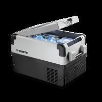 A Dometic CFX-35 kompresszoros  hűtőbox    űrtartalma 32 liter , melyből 4,5 liter a frissen tartó rekesz. A++ energiaosztályba tartozik. Hűtő és mélyhűtő funkciókkal is rendelkezik. CFX elektronikája egyszerre biztosít hatékony és gyors hűtést, továbbá  energiatakarékos üzemeltetést . Abban az esetben, ha a kiválasztott hőmérséklet -12°C alá esik, illetve, ha a  hűtőláda  tartalma rövid időn belül nem hűlt le, a rendszer turbóhűtés üzemmódra kapcsol át. Ha elérte a megfelelő hőmérsékletet visszaáll az energiatakarékos üzemmódba.  A  hűtőbox  üzemeltethető hálózatról (110-230 V), illetve akkumulátorról (12/24 V). A digitális termosztát segítségével +10°C és -22°C között állíthatja be a hőmérsékletet, az utolsó beállítás eltárolódik a memóriában. További segítséget nyújt Önnek a  digitális kijelző . A  hűtőláda  rácskondenzátora dinamikus hűtésű. Palást elpárologtatója alumíniumból készült. 3 fokozatú akkuőrrel rendelkezik.  A  hűtőláda  fedelét felülről, hosszában nyithatja. Hosszúsága majdnem 70 cm és 41 cm magas. Egy belső  Led lámpa  felel a világításért, mely nyitásra felkapcsolódik. Kétoldalt, rugósan lecsukódó fogantyúi megkönnyítik Önnek a  hűtőbox  mozgatását. Minőségi tanúsítványában E jelzéssel rendelkezik.