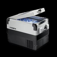 A Dometic CFX-40W kompresszoros hűtőbox   űrtartalma 38 liter , melyből 7 liter a frissen tartó rekesz. A++ energiaosztályba tartozik. Hűtő és mélyhűtő funkciókkal is rendelkezik. CFX elektronikája egyszerre biztosít hatékony és gyors hűtést, továbbá energiatakarékos üzemeltetést . Abban az esetben, ha a kiválasztott hőmérséklet -12°C alá esik, illetve, ha a hűtőláda tartalma rövid időn belül nem hűlt le, a rendszer turbóhűtés üzemmódra kapcsol át. Ha elérte a megfelelő hőmérsékletet visszaáll az energiatakarékos üzemmódba.  A hűtőbox üzemeltethető hálózatról (110-230 V), illetve akkumulátorról (12/24 V). A digitális termosztát segítségével +10°C és -22°C között állíthatja be a hőmérsékletet, az utolsó beállítás eltárolódik a memóriában. További segítséget nyújt Önnek a digitális kijelző . A hűtőláda rácskondenzátora dinamikus hűtésű. Palást elpárologtatója alumíniumból készült. 3 fokozatú akkuőrrel rendelkezik.  A hűtőláda fedelét felülről, hosszában nyithatja. Hosszúsága majdnem 70 cm és 46 cm magas. Egy belső Led lámpa felel a világításért, mely nyitásra felkapcsolódik. Kétoldalt, rugósan lecsukódó fogantyúi megkönnyítik Önnek a hűtőbox mozgatását. Minőségi tanúsítványában E jelzéssel rendelkezik.