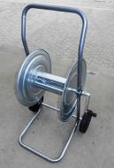 A    Tömlőkocsi   hasznos eszköz a ház körül. A kocsin 50 méter 3/4