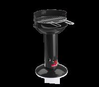   A Barbecook Basic Black kerti faszenes grillsütő kiválóan használható akár fedél nélkül is. A speciálisQuickStart ® rendszerrel egyszerűen és könnyedén begyújtható a grillsütő. Mindössze pár újságlapot kell a kürtőbe helyezni, némi faszenet pedig a zománcozott tálba. A kürtő alján található tolófogantyúnál gyújtható be a papír, és itt állítható a bejutó levegőmennyiség is.   A Barbecook Basic Blackkerti faszenes grill 15 perc múlva kész a sütésre! A 2 fogantyús, 400 mm átmérőjű, krómozott grillrács háromféle magasságba állítható, így szabályozható agrillezési hőmérséklet.A grillsütő rozsdamentes acél, melegen tartó ráccsal is felszerelt.