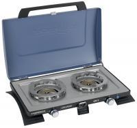 A  Campingaz 400- S  kemping tűzhely ( gázrezsó )  teljesítménye 2 x 2200 W. Xcelerate technológiája biztosítja a gyors forralást és a nagy teljesítményt. Levehető rácsainak köszönhetően a főzés mellett,  grillezési lehetőségéket  is nyújt Önnek és családjának. PB-gáz palackkal tudja üzemeltetni ezt az  asztali gázrezsót , melyet magával vihet piknikezések, kempingezések alkalmával is, mivel könnyedén elfér az autó csomagtartójában. A készülék  2 égővel  rendelkezik és piezzo gyújtással tudja működtetni. A  kemping gáztűzhely  szélessége 61 cm, hossza 42 cm, míg magassága csukott állapotban 13 cm. A gázfogyasztás értéke 2 x 165 g/óra, működési ideje 5 kg-os palack használata esetén 16 óra. A  gázrezsó  szükséges forrási ideje 10 perc.