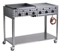 A   Landmann profi gázgrillkocsi  (00446)  ideális húsok, zöldségek, palacsinta sütésére. Egyik felén, a grillfelület (46x45) alatt három, egyenként  4kW-os acélégővel  van felszerelve, melyek fokozatmentesen szabályozhatóak, a megfelelő sütési hőmérséklet beállításához. A grill másik fele a palacsintasütő (56x46) felület, ami alatt szintén három 4 kW-os égő található. A grillház  rozsdamentes acélból  készült, ami az időtállóság mellett a tisztán tartást is rendkívül egyszerűvé teszi.    A profi  gázgrillkocsi   ideális 12 személy ellátására. A könnyed mozgatásról a négy kerék gondoskodik, a praktikusságot pedig, az alsó rakodópolc garantálja.