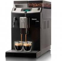 Saeco LRC Superautomatica  kávéfőzőgép , fekete . A teljesítmény és a minőség nagyszerű párosítása.    Kezelése egyszerű. Teljesen  automata kávégép  irodai vagy akár kisebb vendéglátóipari használatra is alkalmas. A nagyobb víz és kávétartályokkal ellátott készülék szélessége  215 mm , magassága  375 mm , mélysége  430 mm . Könnyen elhelyezhető a konyha pulton, illetve az irodában is.    Teljesítménye  1850 W , súlya  8 kg . Egyszerre egy vagy két kávéitalt is készíthet kedvenc szemes kávéjából. A beállítások könnyen személyre szabhatóak és azokat el is mentheti.  Gyors gőz funkciójának  köszönhetően pillanatok alatt készíthet krémes és sűrű tejhabot.    Az  italok hosszúságát egyszerűen beprogramozhatja. Az  őrlési szemcseméret  könnyen beállítható a tökéletes végeredmény eléréséhez. A  kávégép  automatikusan is képes kiválasztani a legideálisabb őrlési és tömörítési paramétereket az Ön által kiválasztott kávéhoz.     Kerámia őrlőkéseinek  segítségével minden fajta kávészemet egyenletesen őröl meg. Nagynyomású  15 bar-os  vízpumpája biztosítja a megfelelő nyomást a kávékészítéshez.  Állítható magasságú kávékifolyójának  köszönhetően egy magasabb bögre is kényelmesen alá fér.     Digitális kijelzőjének  és  adagolószámlálójának  segítségével precízen nyomon követhető a forgalom. A  kávéfőzőgép  automatikusan figyelmeztet, ha elfogyott a víz, a kávé vagy éppen megtelt a zaccfiók, amely 10 zaccpogácsa tárolására alkalmas.    A berendezés automatikusan kikapcsol  a beállított idő eltelte után. Bekapcsoláskor és kikapcsoláskor a rendszert  automatikusan kiöblíti . Automata  vízkőtelenítő programjának  köszönhetően pedig eltávolítja a vízkőlerakódásokat, így növelve a  kávégép  élettartamát.