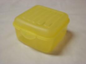 Csatos műanyag doboz 0,8 liter, sárga