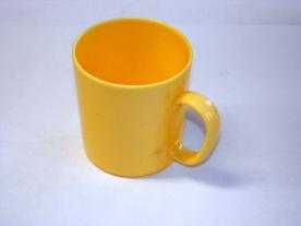 Füles műanyagbögre 2,75 dl sárga