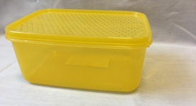 Szögletes mércés, műanyag ételdoboz  18x12x8 cm sárga (431)