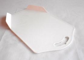 Vágódeszka füllel, műanyag 35x22,5 cm