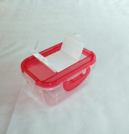 Fűszertartó szóró tetővel, piros műanyag 0,5 kg