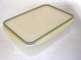 Csatos, szögletes műanyag ételdoboz 2 l sárga