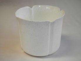 Virágtartó kaspó, szirom formájú, 17 cm, fehér műanyag
