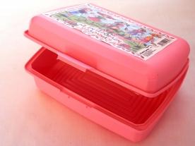 Uzsonnás műanyagdoboz matricával rózsaszín