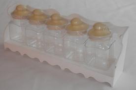 Szögletes műanyag fűszertartó  5 db/2 dl,  polccal